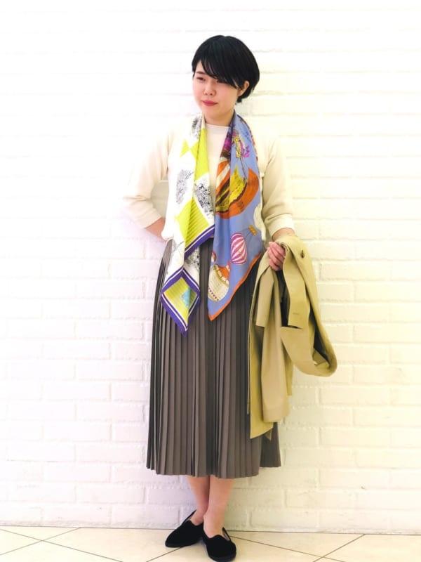 スカーフのユニークアレンジコーデ