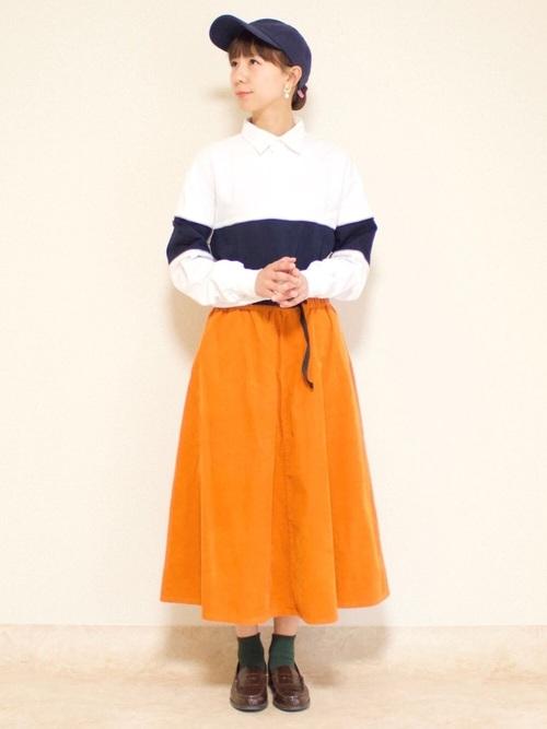 GUのオレンジスカートコーデ