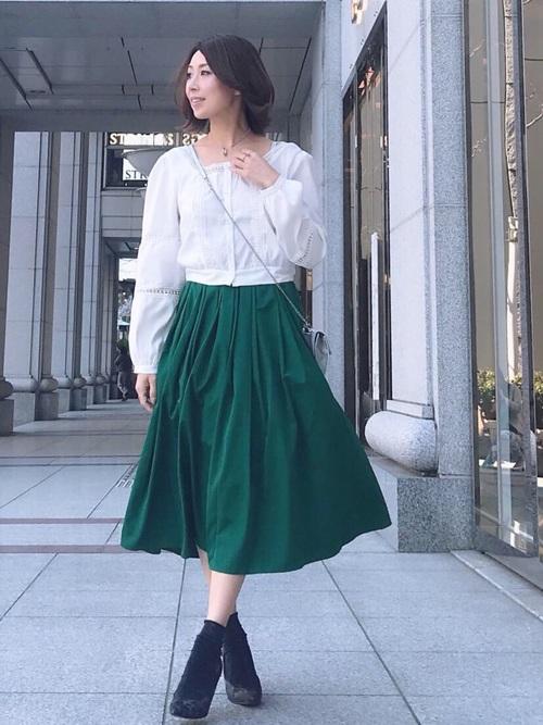 気温23度の服装 フレアスカート2
