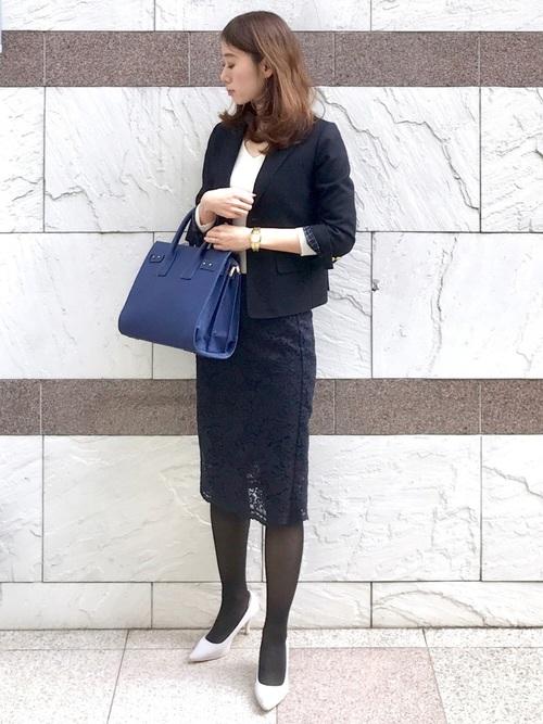 ネイビージャケット+スカートのシンプルコーデ2