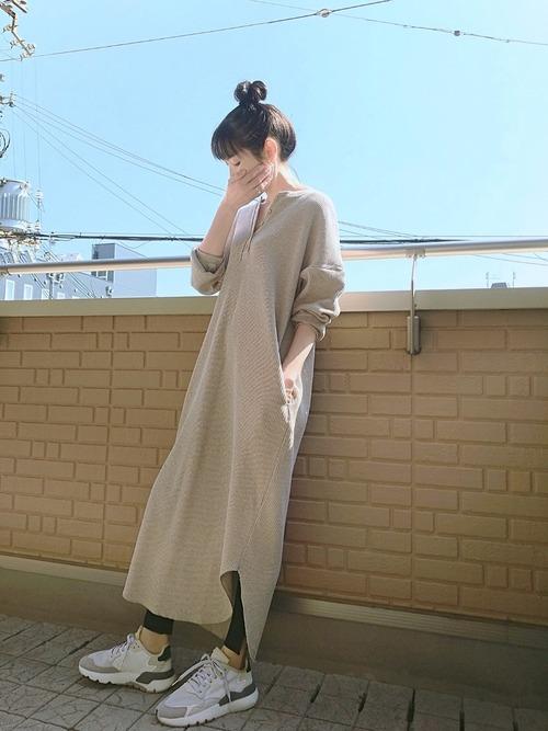 【シンプル】スポーティー×白スニーカー