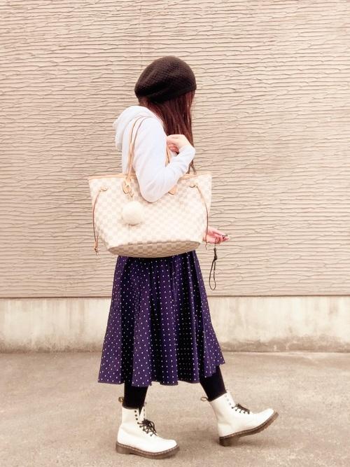 白パーカー ドット柄スカート2