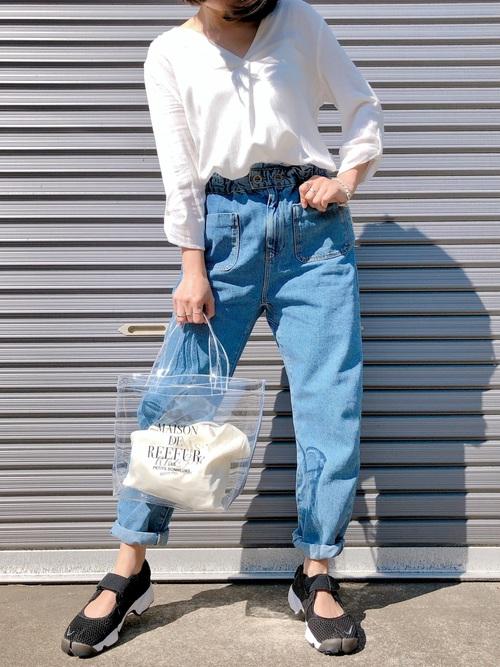 白のスキッパーシャツ デニムコーデ2