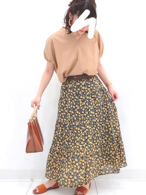 GUのスキッパーシャツコーデ 花柄スカート
