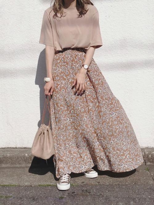 10花柄スカート×Tシャツのデイリーコーデ