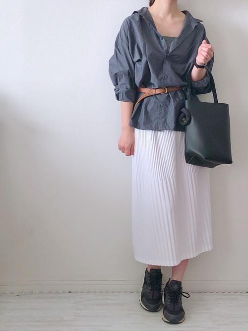 29白プリーツスカートで上品コーデ