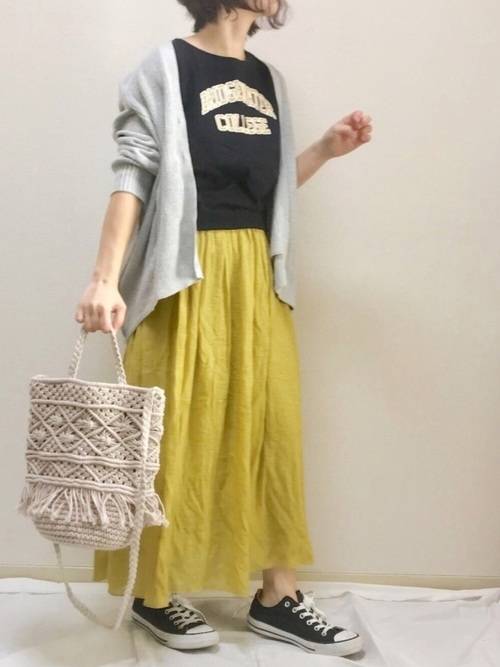 《初夏》気温27度の服装:スカートスタイル 雨2