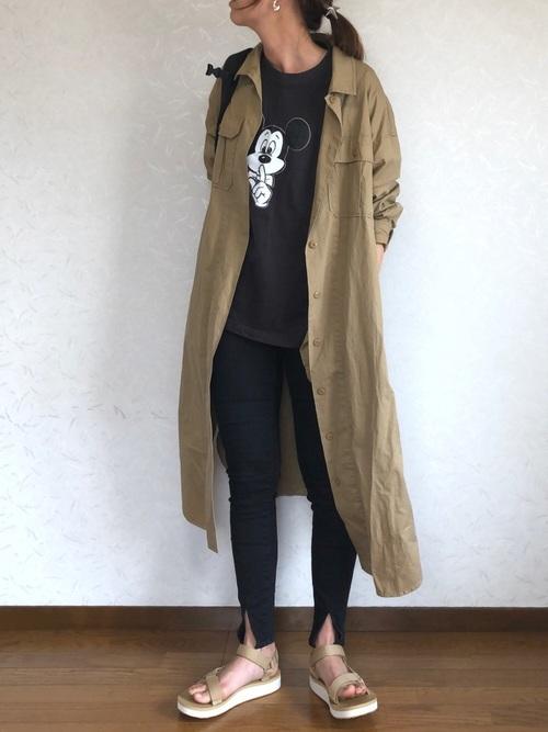 黒コーデ×ロングシャツワンピース