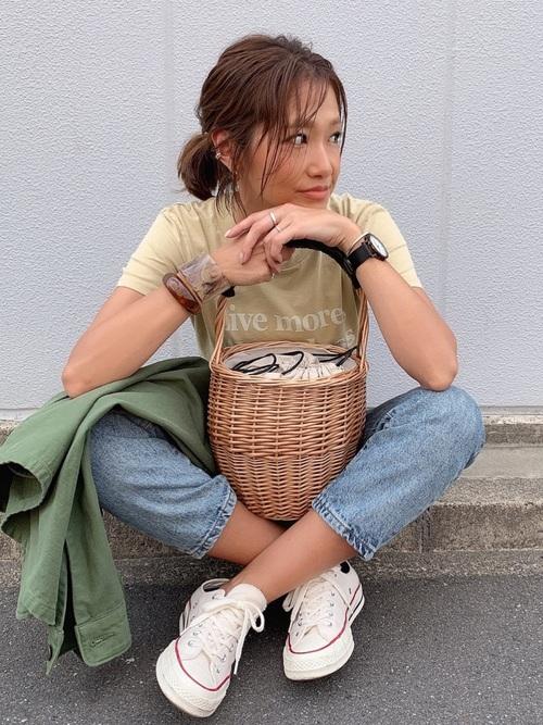 ロゴTシャツ×デニムコーデ
