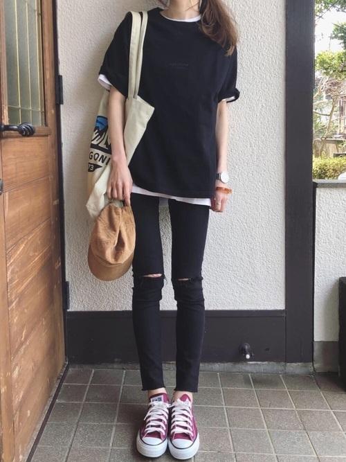 Tシャツ×スキニーパンツコーデ