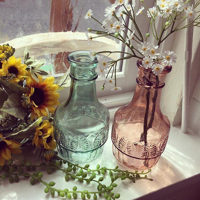 アンティークなデザインのガラスボトル