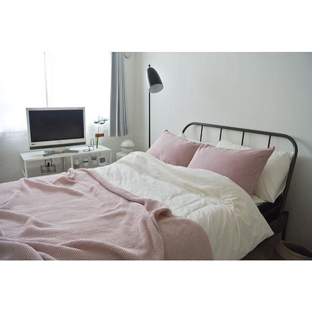 モノトーン×ピンク 寝室実例