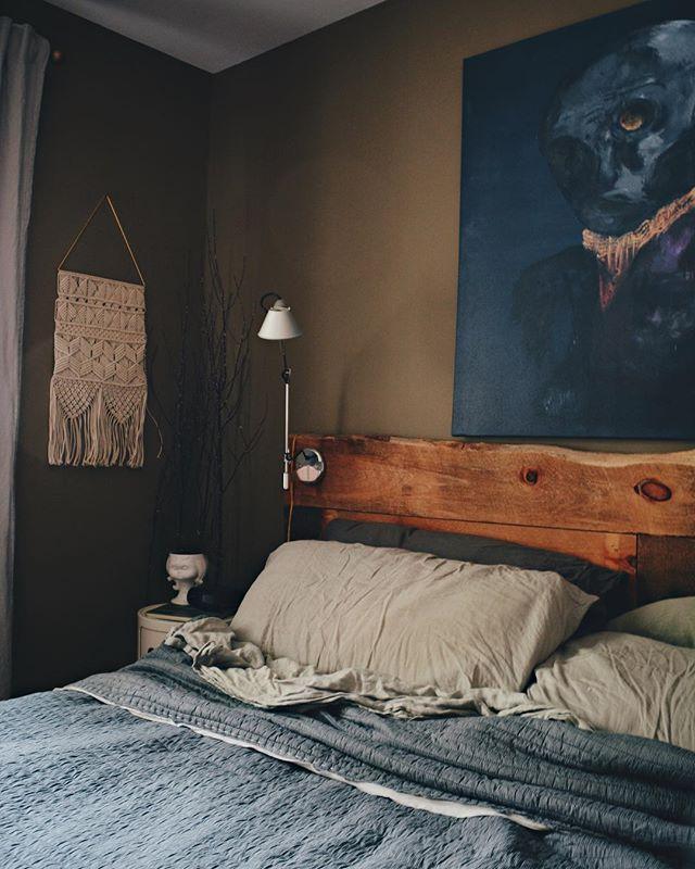 寝室実例 古材風ベッドヘッド