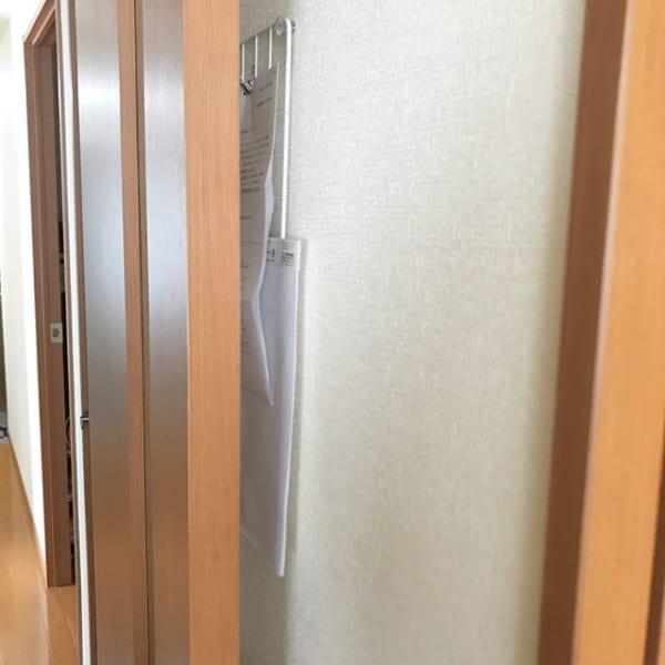 普段開けっ放しのドアの死角を利用する