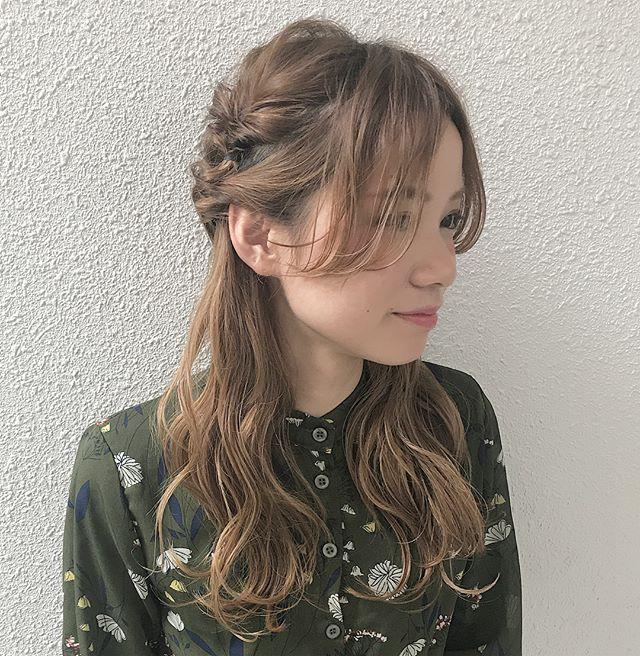 ロングヘアのまとめ髪③ハーフアップ11