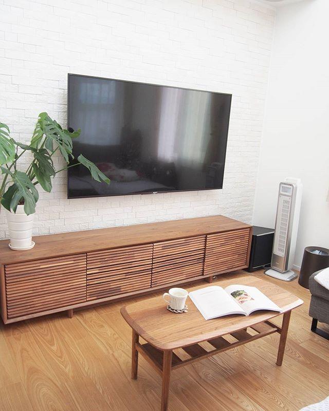 TVボードと合わせた壁掛けTV