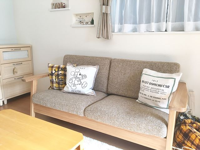 ファブリックタイプ+木製フレームのソファ