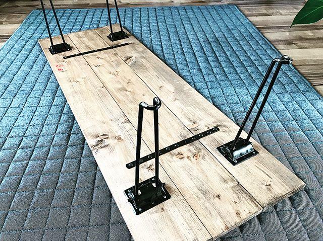 板をつなぎ合わせて天板にしたデスクの作り方