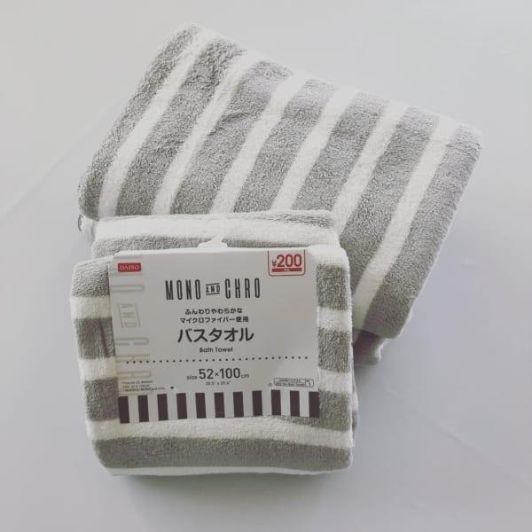 ダイソーの、マイクロファイバー素材のバスタオル