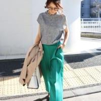 グレーTシャツの大人女子コーデ50選!ラフすぎないきれいめカジュアルな着こなし♪