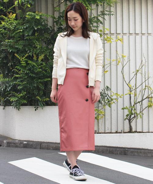 華やかなピンクラップスカート