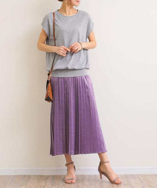 パープルプリーツスカートで作るフェミニンコーデ
