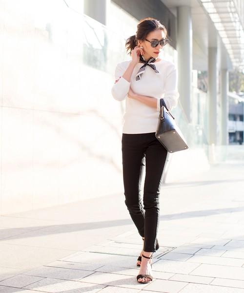 スキニーパンツ×シャツで仕上げる晴れの日コーデ2