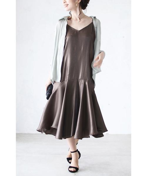 [cawaii] なびくフレア裾。大人なサテンの艶ワンピース