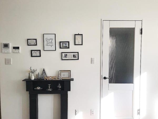 白いドア チェッカーガラス