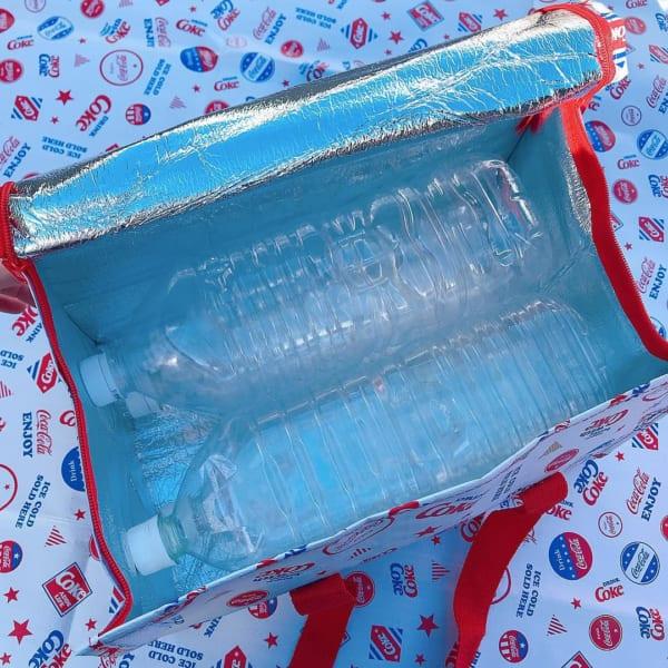コカ・コーラの保冷バッグ(3COINS)