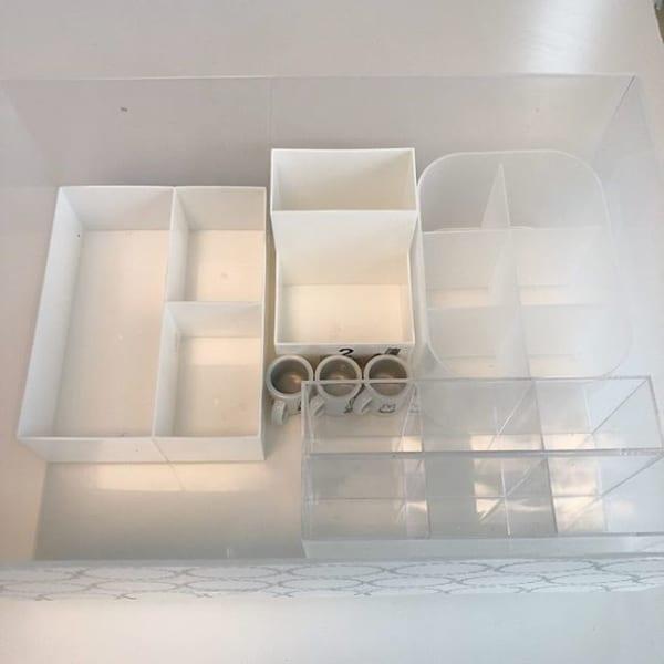 3段仕切りボックスで取り出しやすいコスメ収納を実現2