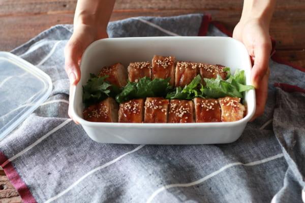 「生姜焼き風!肉巻きおいなり」の作り方