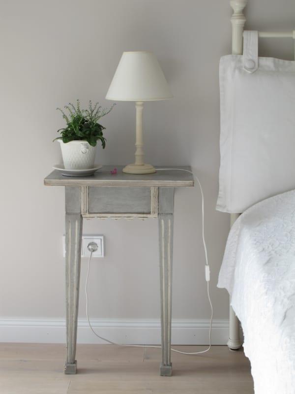 ベッドサイド用の家具 コンフォートテーブル