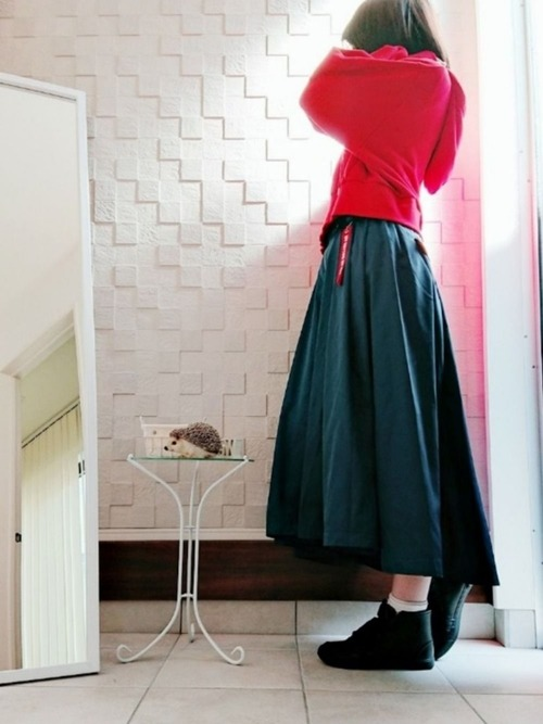赤パーカー スカートコーデ10