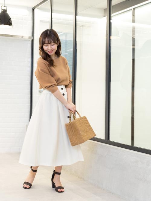 3フレアスカートのフェミニンなガーリースタイル