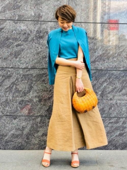 初秋 気温26度 服装 スカートスタイル