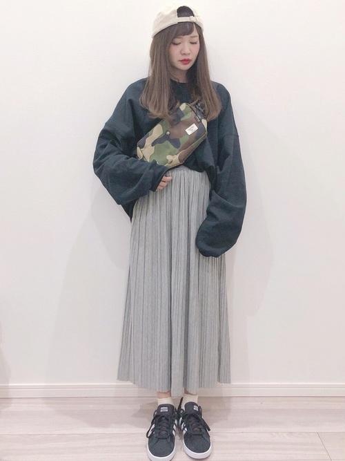 ロングスカートを合わせたカジュアルスタイル