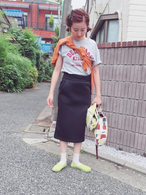 Tシャツ タイトスカート スニーカー
