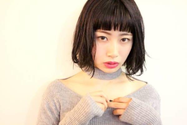 黒髪×ショートボブストレートのおしゃれな濡れ髪スタイル3