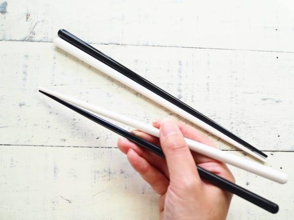 モノトーンカラーの箸 セリア