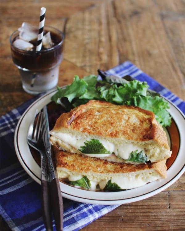 モッツァレラチーズとハムのフレンチトースト