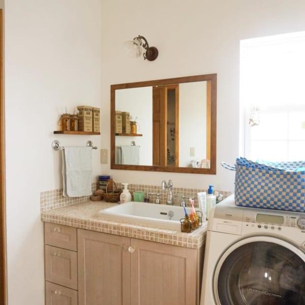 ナチュラルで清潔感溢れる洗面所インテリア
