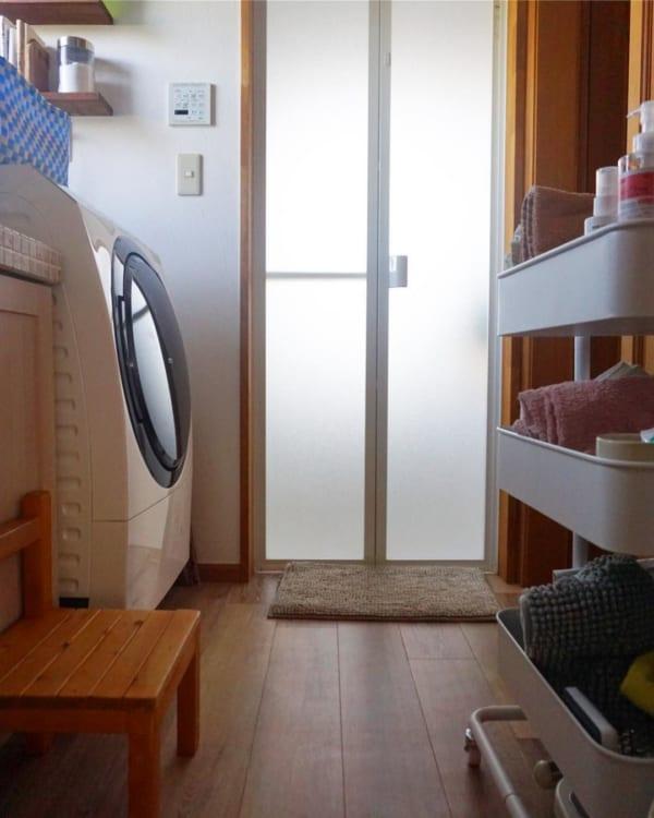 ナチュラルで清潔感溢れる洗面所インテリア2
