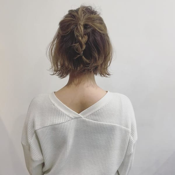 ショートボブ まとめ髪アレンジ 三つ編みハーフアップ