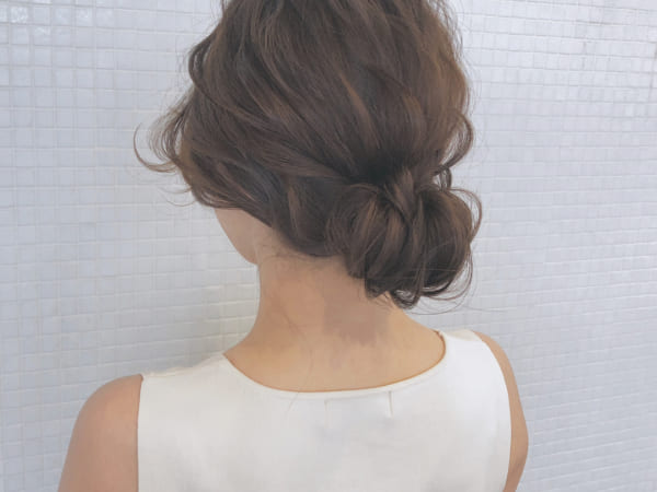 ミディアムのまとめ髪②シニヨン4