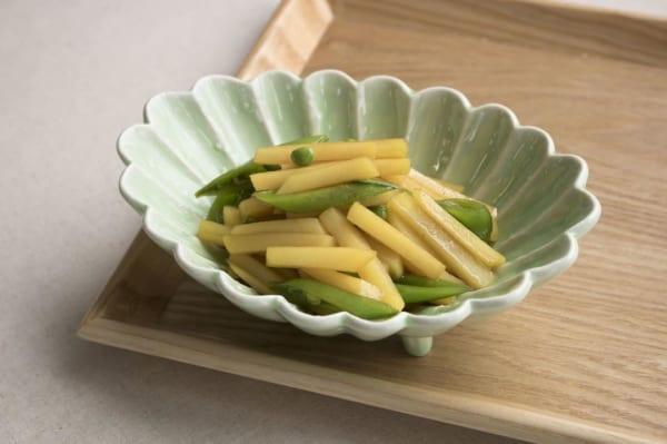 ジャガイモとスナップエンドウの炒め物
