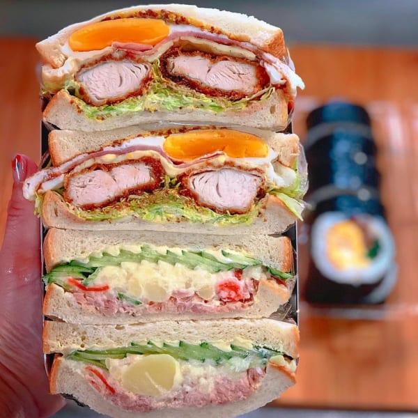 はちきれそうなサンドイッチ