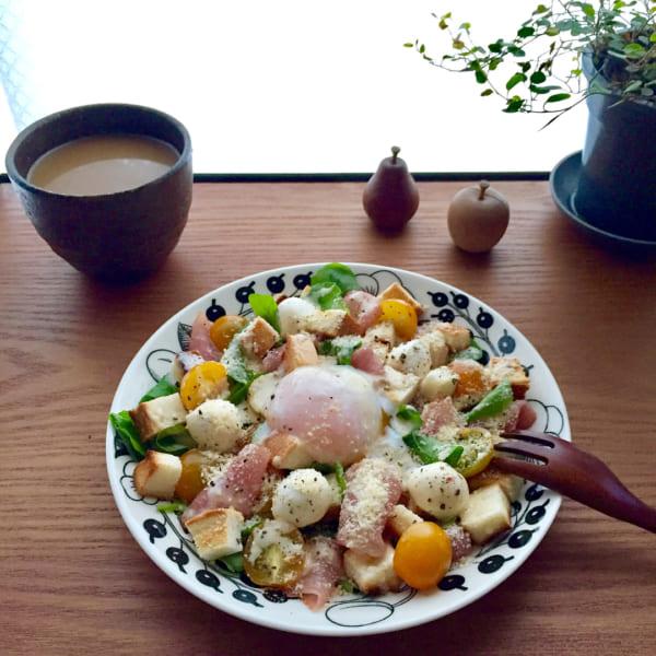 温玉とカリカリパンのシーザーサラダ