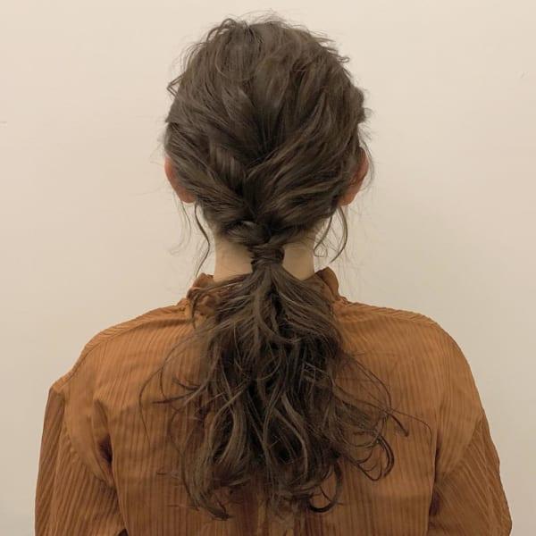 ロングヘアのまとめ髪①ポニーテール2