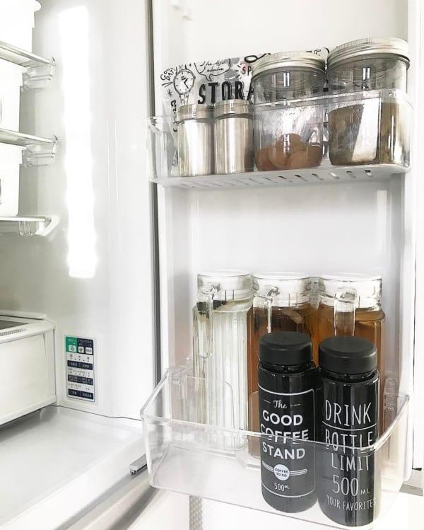 ボトルやグッズを利用して、見やすく取り出しやすい収納に